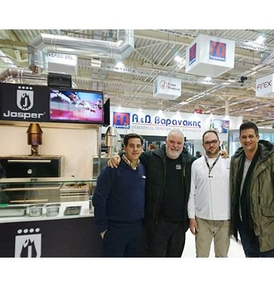 Με τους αγαπημένους φίλους & συνεργάτες κ.κ. Ex.Chef Άρης Τσανακλίδης των εστιατορίων KUZINA και PASAJI, τον Chef Απόστολο Τάκουλα & τον κ.Τσαλαβούτα από το εστιατόριο STOFFA