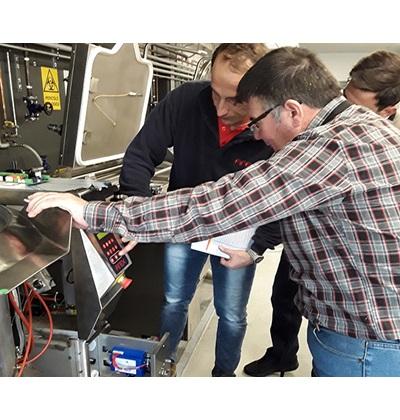 Κατά τη διάρκεια της τεχνικής εκπαίδευσης στο εργοστάσιο της Firex
